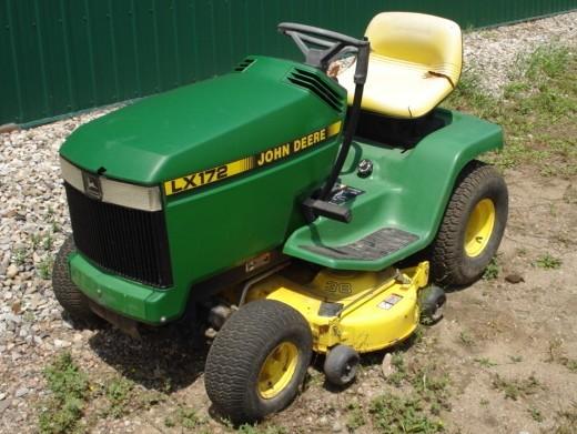 John Deere 172 Lawn Tractor : John deere lx lawn garden