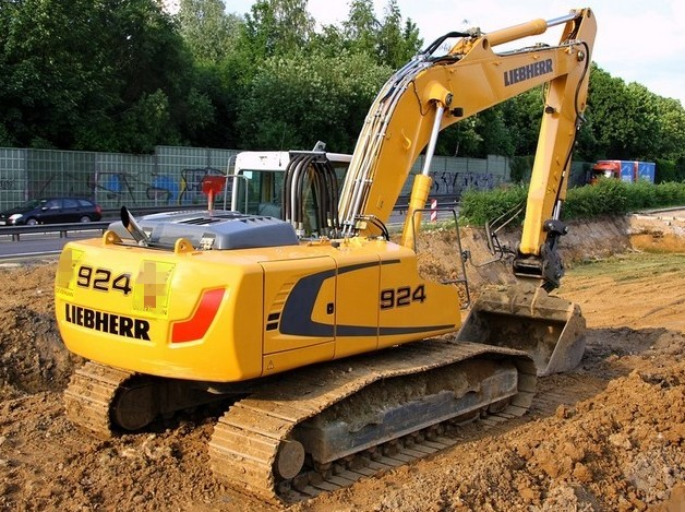 liebherr r914c r924c hydraulic excavator service repair manual rh bobcatmanualonline com Volvo Tractor Volvo Motor Grader