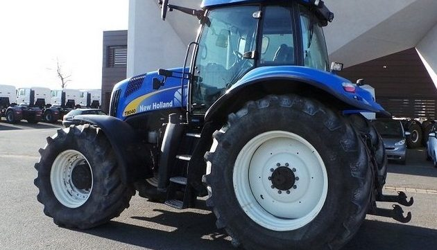 new holland t8010 t8020 t8030 t8040 tractor service repair manual rh bobcatmanualonline com New Holland 8030 Tractor New Holland Genesis Cab